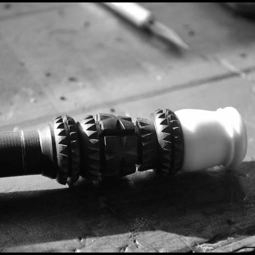 Ciselage d'un bombarde en si bémol avant étamage