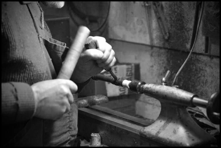 Jorj Botuha étamage d'une bombarde en Si bémol